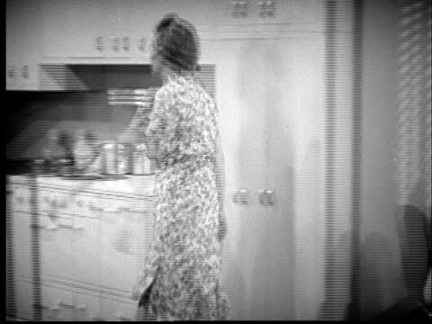 stockvideo's en b-roll-footage met t/l b/w montage 1940s woman preparing dinner - prelinger archief
