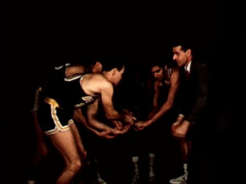 vídeos y material grabado en eventos de stock de 1950s ms, composite, berkeley basketball team breaking from huddle, man dunking basketball, 1950's, california, usa - encestar