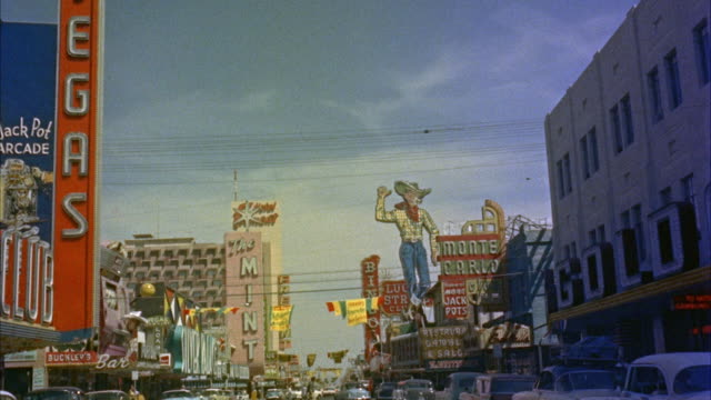 vídeos de stock e filmes b-roll de 1950s ws pov driving through fremont street / las vegas, nevada, usa - 1950 1959