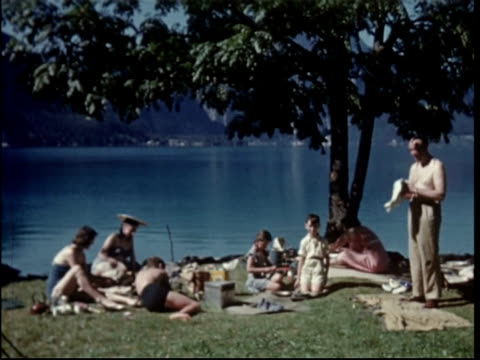 vidéos et rushes de 1950s family picnic by the lake at attersee, austria - 1955