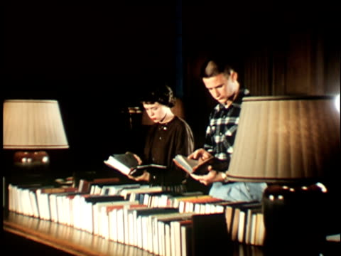 1950s ms, zi, female and male students reading books in study, berkeley, 1950's, california, usa - saggezza video stock e b–roll