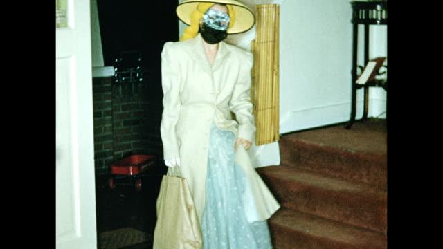 vidéos et rushes de 1950s girl in halloween custume - se déshabiller