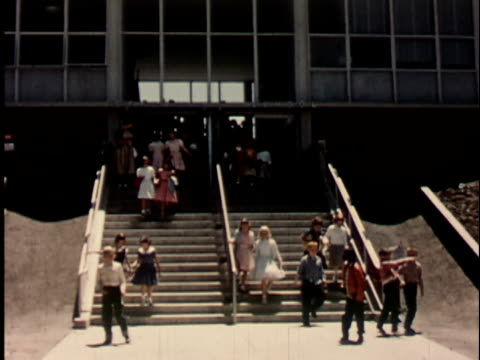 stockvideo's en b-roll-footage met 1950s ws, group of children (12-13) exiting elementary school, berkeley, california, usa - school building