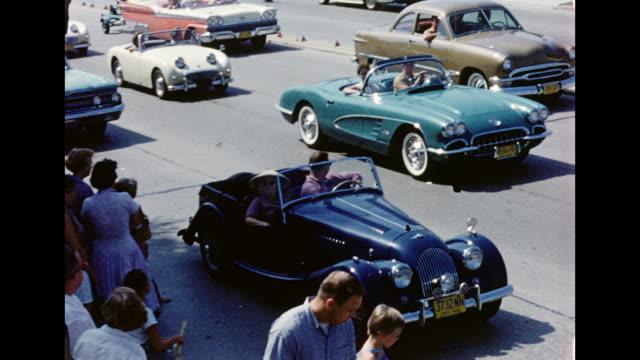 1950s home movie classic car parade - us kultur stock-videos und b-roll-filmmaterial