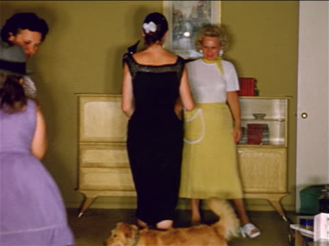 vidéos et rushes de 1950s home movie family + dog in living room dancing + acting silly - film d'amateur