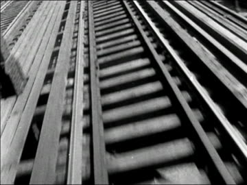 stockvideo's en b-roll-footage met 1950s low angle train point of view moving along elevated track/ new york city/ audio - veiligheidshek