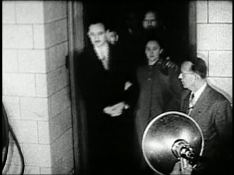 1950s medium shot ethel julius rosenberg leaving court together arminarm amid flashing bulbs - ethel rosenberg stock videos & royalty-free footage