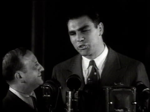 1950s montage boxer max schmeling giving an interview / united states - pesi massimi video stock e b–roll