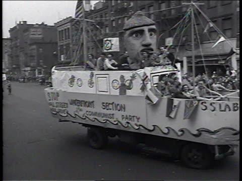 vidéos et rushes de 1950s montage floats moving in new york communist parade / new york, new york, united states - char de défilé