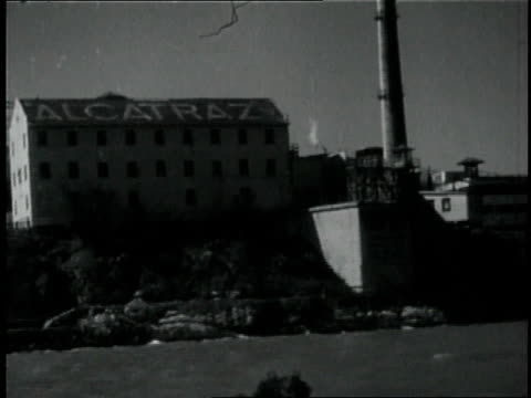 vidéos et rushes de 1950s montage people on a tour of alcatraz / san francisco, california, united states - île d'alcatraz