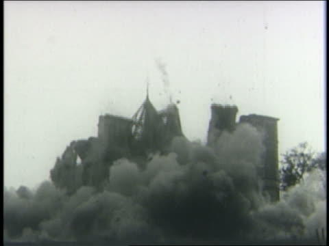 vidéos et rushes de b/w 1950s old mansion building imploding + collapsing - imploding