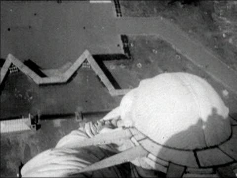 vídeos y material grabado en eventos de stock de 1950s overhead wide shot pan liberty island/ pan looking down on statue of liberty/ new york city/ audio - accesorio de cabeza