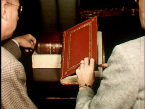 vídeos de stock, filmes e b-roll de 1950s cu, rear view of two professors opening book with portrait of shakespeare portrait, berkeley university, 1950's, california, usa - wisdom