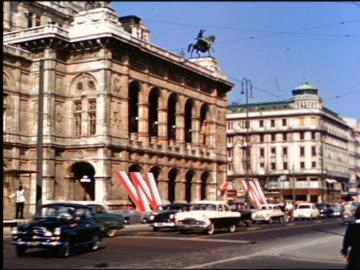 vidéos et rushes de 1950s traffic passing vienna state opera house / austria - autriche