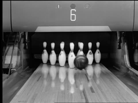 vidéos et rushes de b/w 1950s/60s bowling ball knocking down pins for strike - 1950