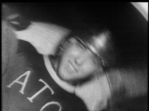 vídeos y material grabado en eventos de stock de b/w 1950s/60s close up teen boy in fraternity sweater + helmet spinning around in clothes dryer - un solo adolescente