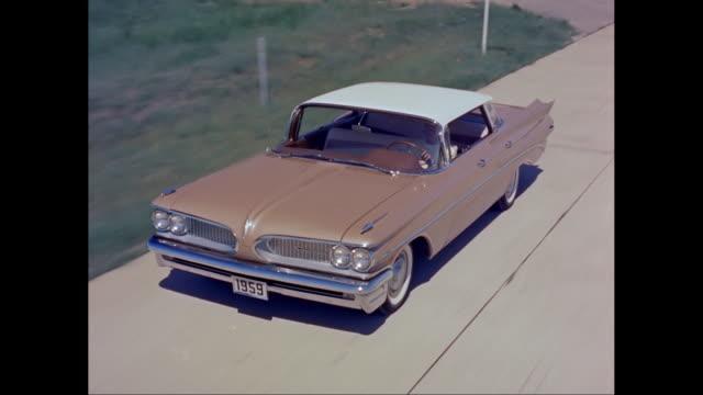 ms ts ha 1959s chevrolet car moving on road / united states - 1959 bildbanksvideor och videomaterial från bakom kulisserna