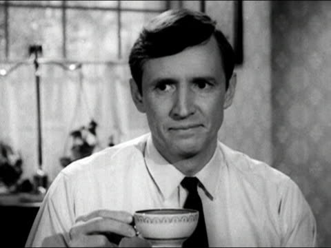 vidéos et rushes de 1960s black and white close up man holding coffee cup and shaking his head 'no' and nodding his head 'yes'/ audio - accord concepts