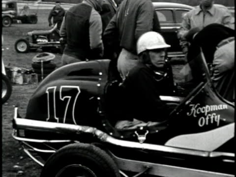 vídeos de stock, filmes e b-roll de 1960s b/w ms hot rod race, california, usa - hot rod