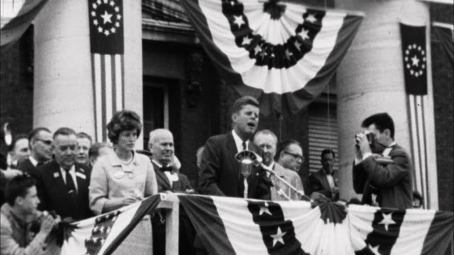 1960s b/w ms john f kennedy addressing crowd on campaign stop / springfield illinois usa - john f. kennedy politik stock-videos und b-roll-filmmaterial