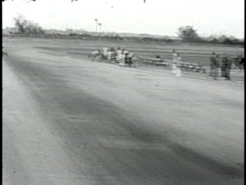 vídeos de stock, filmes e b-roll de 1960s b/w montage hot rod race, california, usa - hot rod