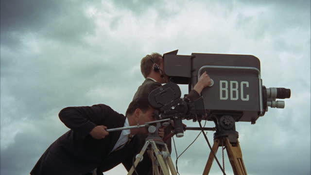 vidéos et rushes de 1960s ms camera operators at work - bbc