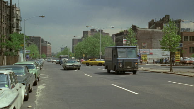 1960s ws car traffic in queens / new york city, usa - queens stock-videos und b-roll-filmmaterial