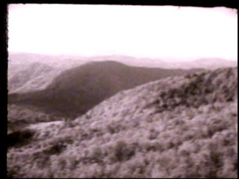 blue ridge mountains . ga, roanoke river gap, trees, hills. - appalachia bildbanksvideor och videomaterial från bakom kulisserna