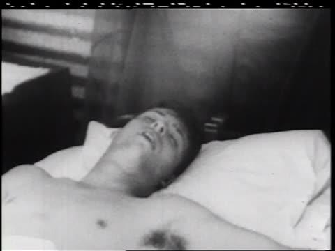 vídeos y material grabado en eventos de stock de b/w 1960s close up shirtless soldier sleeping on bed in military hospital / vietnam war / documentary - sólo hombres jóvenes