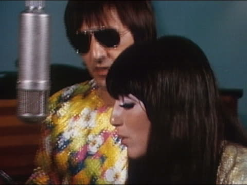 vídeos y material grabado en eventos de stock de 1960s close up sonny bono and cher singing in studio / audio - maquillaje para ojos