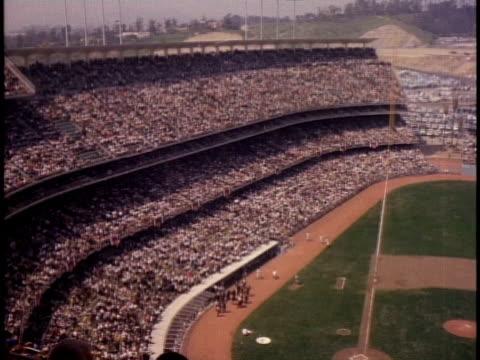 stockvideo's en b-roll-footage met 1960s ha ws crowd of spectators in dodger stadium / los angeles, california, usa - onbekend geslacht