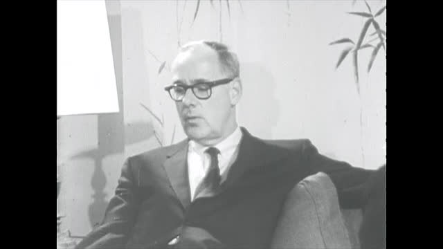 vidéos et rushes de declassified old film opinion discussions, opinions, and criticism of the roles and work of the cia. in the clip appear, allen dulles, richard... - eugene j. mccarthy