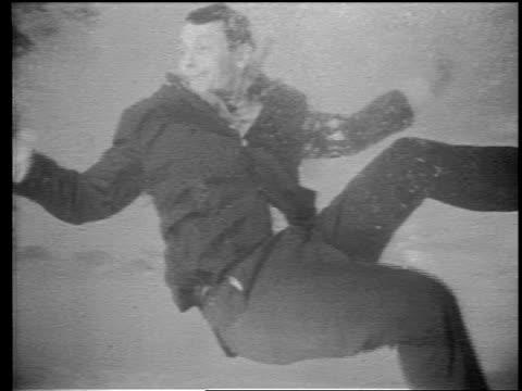 vídeos y material grabado en eventos de stock de b/w 1960s grainy underwater ms man in suit floating underwater - granulado