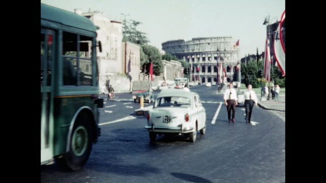 1960s home video - the colosseum - rome, italy - 1960 stock-videos und b-roll-filmmaterial