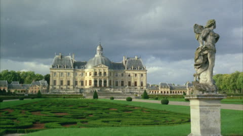 1960s ws large palace with ornate garden - 1960 1969 stock videos & royalty-free footage