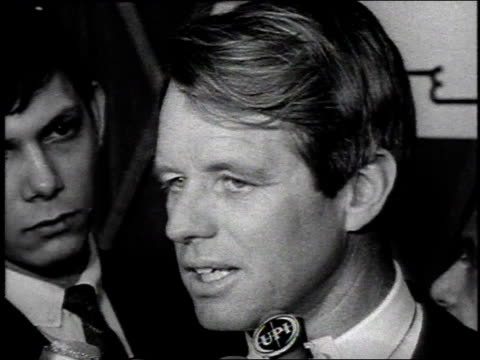 vídeos de stock e filmes b-roll de 1960s montage robert kennedy speaking to reporters about vietnam / united states - entrevista evento