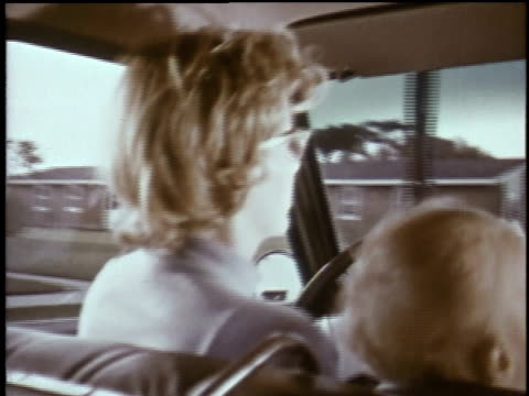 vídeos de stock e filmes b-roll de 1960s montage woman driving small child in car and entering gate in white picket fence / plattsburgh, new york, united states - estaca