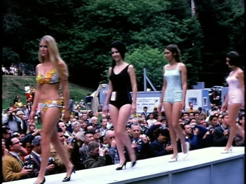 1960s outdoor beauty contest, san francisco, california, usa - spielkandidat stock-videos und b-roll-filmmaterial