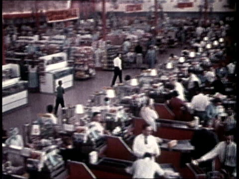 vidéos et rushes de 1960s people shopping in large grocery store - 1960