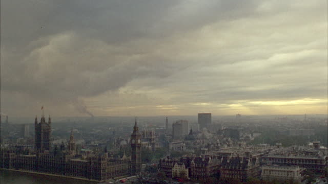 vidéos et rushes de 1960s ws ha skyline with big ben / london, uk - 1960