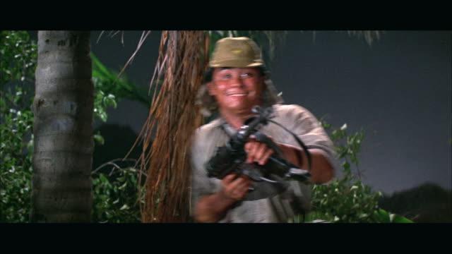 vídeos de stock e filmes b-roll de 1960s ms soldier firing machine gun - maquinaria