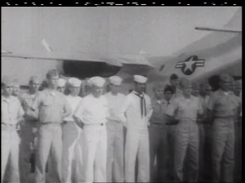 vidéos et rushes de b/w 1960s soldiers sailors standing at ease by military airplane / vietnam war / documentary - marinière