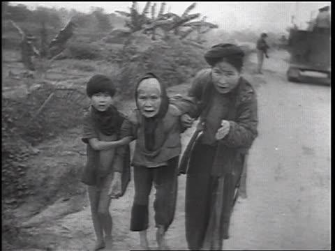 vídeos y material grabado en eventos de stock de b/w 1960s three female vietnamese refugees outdoors begging / vietnam war / newsreel - vietnam