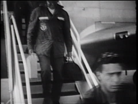vídeos y material grabado en eventos de stock de b/w 1960s tilt up soldiers carrying luggage walking down stairs from c135 cargo plane / vietnam war - vuelta a casa