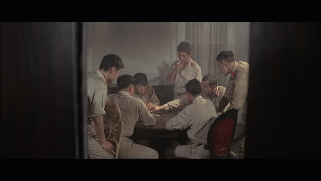 1960s ws viet cong soldiers playing cards - ベトコン点の映像素材/bロール