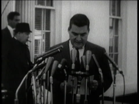 stockvideo's en b-roll-footage met 1960s ms white house press conference announces chairman khrushchev will remove soviet missiles from cuba / washington dc united states - raket wapen