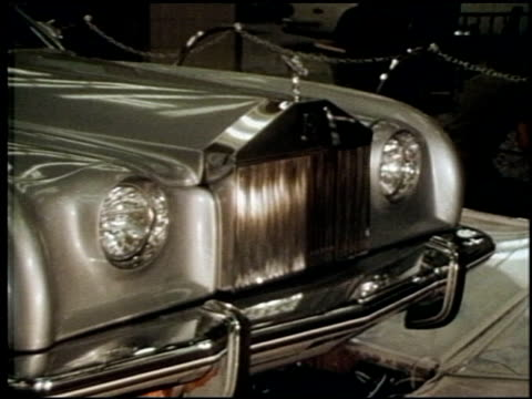stockvideo's en b-roll-footage met 1970s auto show chevrolet monte carlo on june 01 1971 in new york new york - chrysler