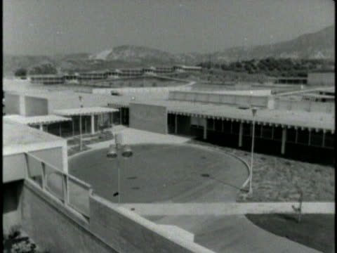 vidéos et rushes de 1970s b/w cs ha juvenile hall exterior, los angeles, california, usa, audio - plan grue