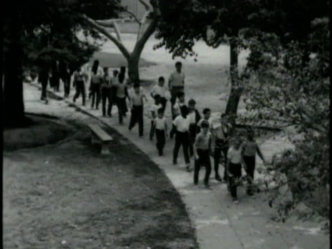 1970s b/w montage delinquents spending time in juvenile hall, los angeles, california, usa, audio - gemeinsam gehen stock-videos und b-roll-filmmaterial