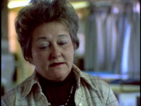vídeos de stock, filmes e b-roll de 1970s cu mature woman talking about alcoholism los angeles california usa audio - só uma mulher madura